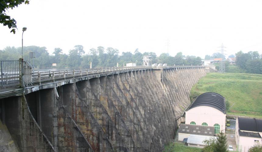 Im kommenden Jahr soll in Frankreich der 35 Meter hohe Vezin Staudamm abgerissen werden. Es ist das bisher größte Staudammabrissprojekt Europas © JP Doron