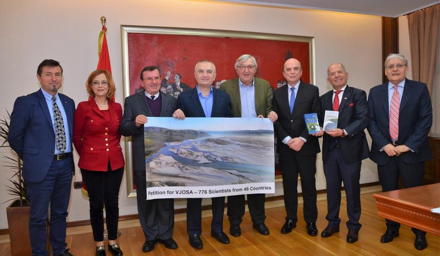 Albanian president Ilir Meta welcomes a delegation of scientists and accepts their petition against the damming of the Vjosa, signed by 776 Albanian and international scientists. In addition, the petition was handed to the Head of Parliament, Vice Minister of Infrastructure and Energy and the ombudsman in Tirana. © Official photos from Albanian Presidency