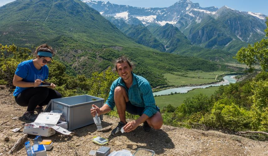 Nature lab with a view: isn't this a nice spot for stopping an enzyme incubation experiment? © Thuile-Bistarelli