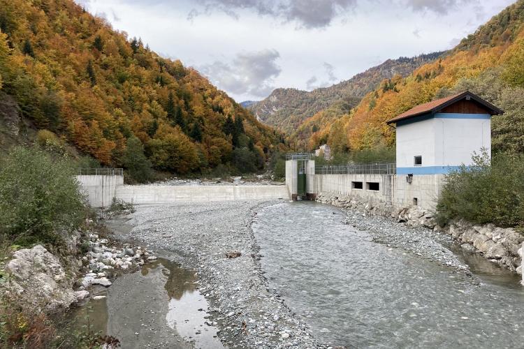 Das Kraftwerk Belaja ist eines der drei Wasserkraftwerke von KELKOS, die bis zur endgültigen juristischen Klärung vom Netz genommen werden müssen. © Ulrich Eichelmann/Riverwatch.