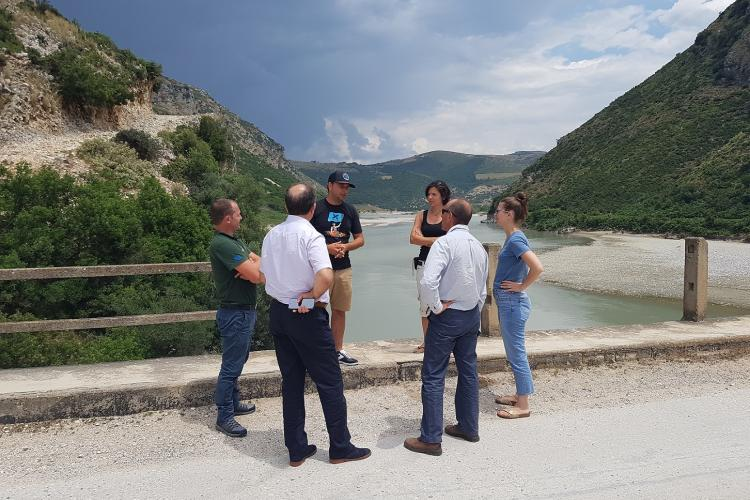 On-the-spot appraisal at the Vjosa. This is where the hydropower plant Pocem is projected to be built. © EuroNatur