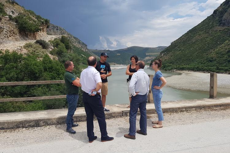 """Lokalaugenschein am Ort des Geschehens. An dieser Stelle sollte das Wasserkraftwerk """"Pocem"""" entstehen. © EuroNatur"""