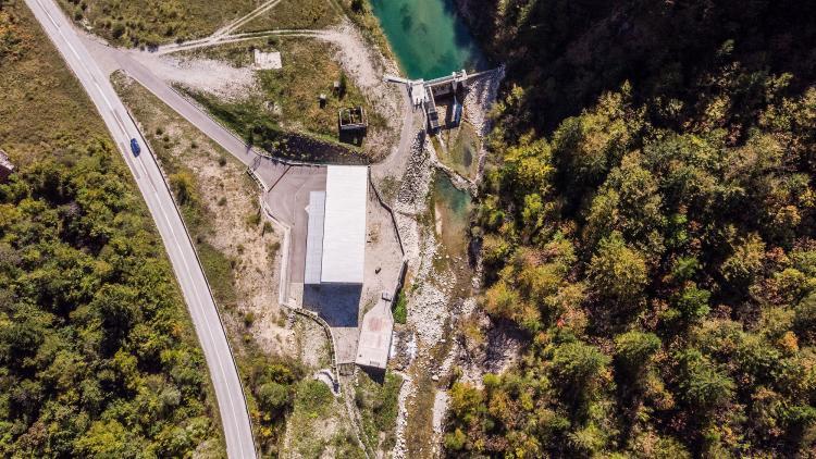 So sieht zerstörerische Wasserkraft aus. Unterhalb des Staudamms ist der Fluss auf ein Rinnsal reduziert, hier am Fluss Ugar in Bosnien und Herzegowina © Amel Emric