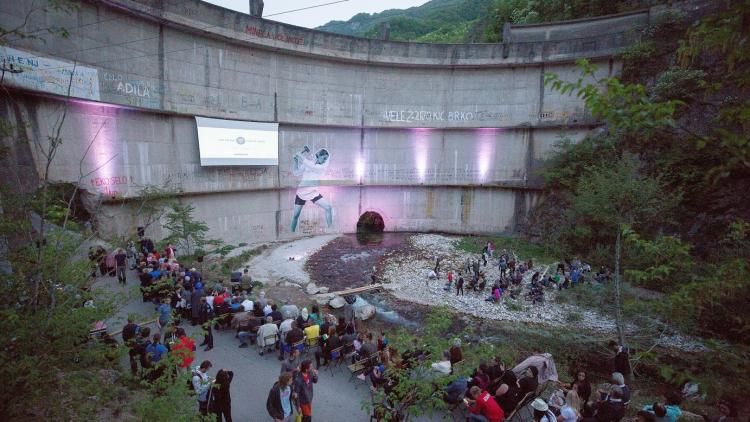 The premiere took place against a unique backdrop: the broken Idbar dam in Bosnia and Herzegovina © Jelle Mul