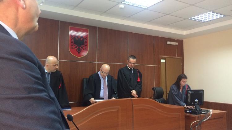 Im albanischen Verwaltungsgerichtshof: die Richter entscheiden im Sinne des letzten großen Wildflusses Europas. © Olta Hadushaj
