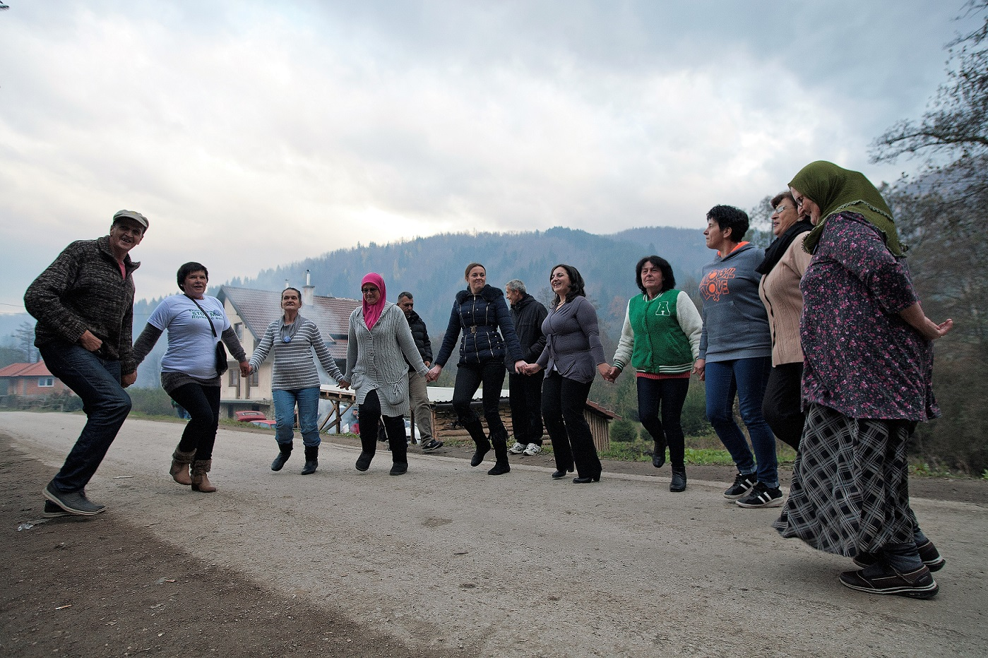 The brave women of Kruščica celebrating as they vacate the bridge after over 500 days and nights. © Sediva fotografie/ Arnika