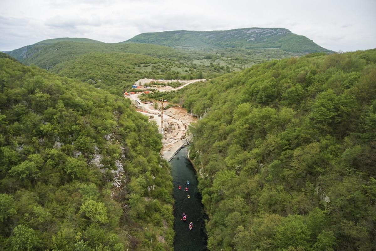 Medna construction site on the Sana in Bosnia: Austrian-German energy company KELAG is constructing a hydropower plant in the midst of a prime Huchen habitat. © Matic Oblak