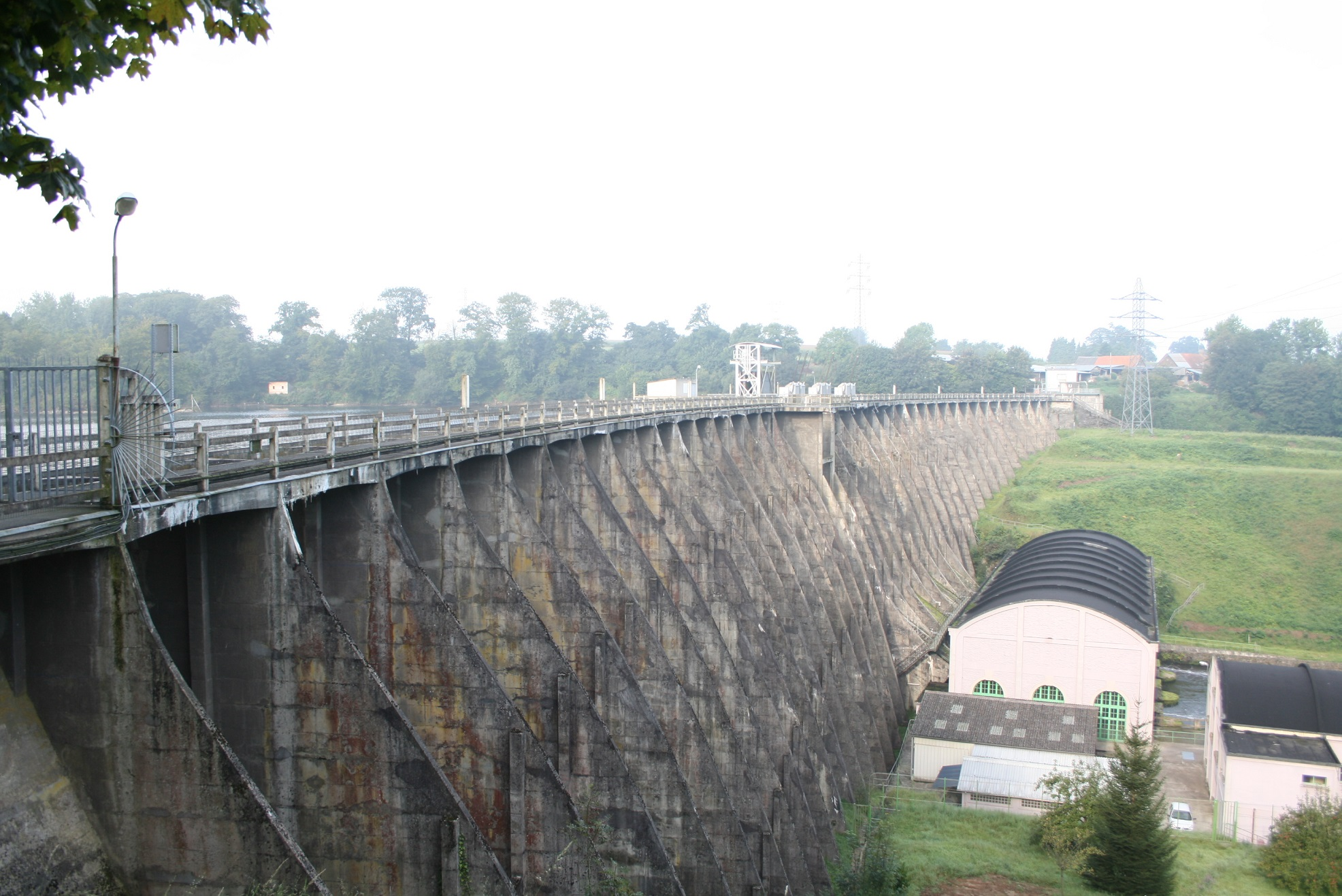Dam Vezin – its removal will reconnect 90 kilometers of watercourse © JP Doron