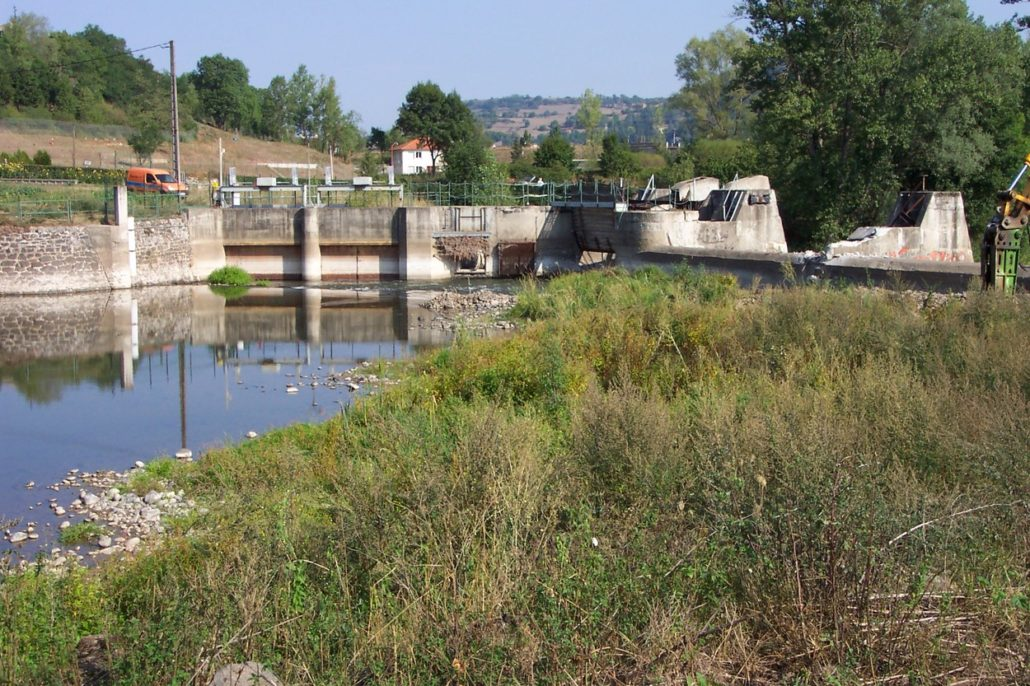 "The small hydropower plant Brives was scheduled for removal in order to open the river for fish migration as stipulated in the ""Loire River Basin Plan - Plan Loire Grandeur Nature"" © SOS-Loire-Vivante, ERN France"