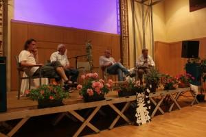von rechts nach links: Dr. Bernd Lötsch (Biologe und Wegbereiter der Ökologiebewegung Österreichs), Gerhard Heilingbrunner (Präsident des Umweltdachverbandes), Dr. Walter Hingel (Arbeitskreis zum Schutz der Koralpe) und Jakob Mathauer (Camp-Bewohner)