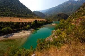 Die Vjosa ist einer der letzten Wildflüsse Europas. Sie ist jedoch von 8 geplanten Staudämmen bedroht. Foto: Goran Safarek