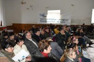 Insgesamt 150 Personen besuchten die 2 Diskussionsveranstaltungen in Përmet und Çarshovë. Foto: Roland Tasho