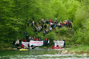 Save the Sana – stop KELAG: under this slogan,  about 200 people protested at the Sana in Bosnia and Herzegovina today © Jan Pirnat