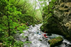 Tag 8 der Balkan Rivers Tour: Kajakfahrer starten hier und fahren später an der Baustelle der KELAG vorbei © Jan Pirnat