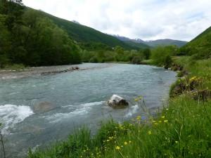 Hoffnung für den Mavrovo Nationalpark. Der Fluss Radika darf weiterhin frei fließen.© Theresa Schiller/ EuroNatur