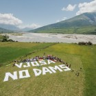 Vjosa, no dams! About 150 people gathered at the Vjosa today to direct this appeal to Albanian Prime Minister Edi Rama. © Oblak Aljaz