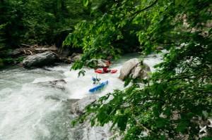 Am 4. Und 5. Mai paddelten die Kajaker der Balkan Rivers Tour die bedrohten Flüsse Radika und Mala reka im Mavrovo Nationalpark © Jan Pirnat