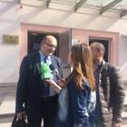 Rechtsanwalt Vladimir Meçi wird nach der Urteilsverkündung von albanischen Medien interviewt. Es war die erste umweltrechtliche Klage in Albanien überhaupt. © Olta Hadushaj